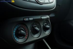 Klimatyzacja manualna wymaga dopłaty 3 300 zł, ale na liście opcji jest też klimatyzacja sterowana elektronicznie za 4 900 zł.