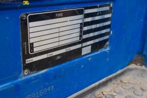 Na tabliczce homologacyjnej znajdziemy m.in. kod silnika (4HB) zastosowanego w danym egzemplarzy Transita IV.