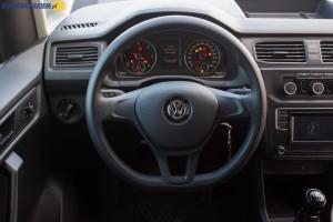 Ergonomicznie rozmieszczone przełączniki i wygodna, trójramienna kierownica - we wnętrzu VW Caddy odnajdzie się zdecydowana większość kierowców.