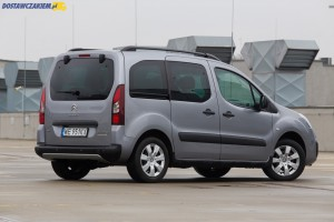 Citroën Berlingo w osobowej wersji Multispace posiada w standardzie przeszkloną tylną klapę z wycieraczką i ogrzewaną szybą.