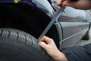 Kontrola wysokości bieżnika w samochodzie dostawczym może powiedzieć wiele m.in. o stanie zawieszenia i geometrii układu jezdnego.