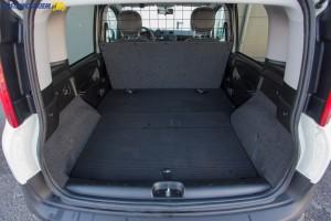 1 000 litrów pojemności przestrzeni ładunkowej to spory atut Fiata Pandy Van III generacji.