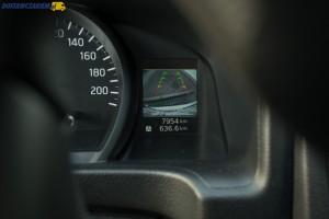 Mały ekran kamery cofania nie zapewnia dobrej widoczności, tym bardziej, że może czasem zasłaniać go może wieniec kierownicy.