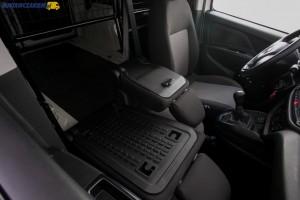 Przegroda do kabiny 3-miejscowej umożliwia transport dłuższych rur lub drabiny.