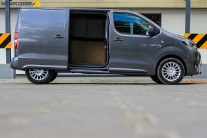 Elektrycznie otwierane drzwi boczne z prawej strony furgonu dostępne są wyłącznie w wersji Active i kosztują ekstra 2 000 złotych netto/2 460 brutto.