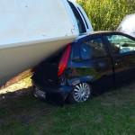 Ford Transit przewrócił się na Fiata Punto (zdjęcia)