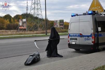 Śmierć na drodze – nietypowa akcja policjantów i automobilklubu