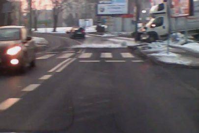 Czechowice-Dziedzice: pijany kierowca busa uderza w słup (wideo)