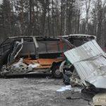 Peugeot Boxer rozcięty na pół – ranny kierowca w szpitalu