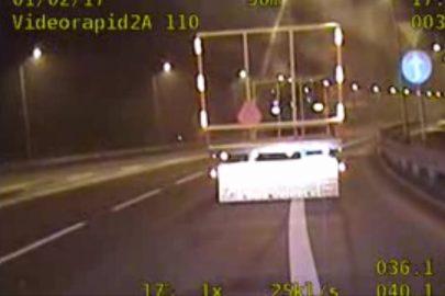 Wjechał ciągnikiem z przyczepą na drogę ekspresową S8 (wideo)