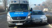 Wjechał w policyjnego Mercedesa Sprintera – miał 3 promile