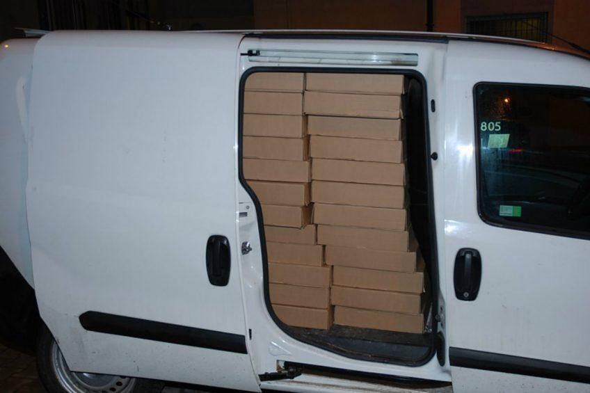 Fiat Doblo załadowany po sufit nielegalnymi papierosami