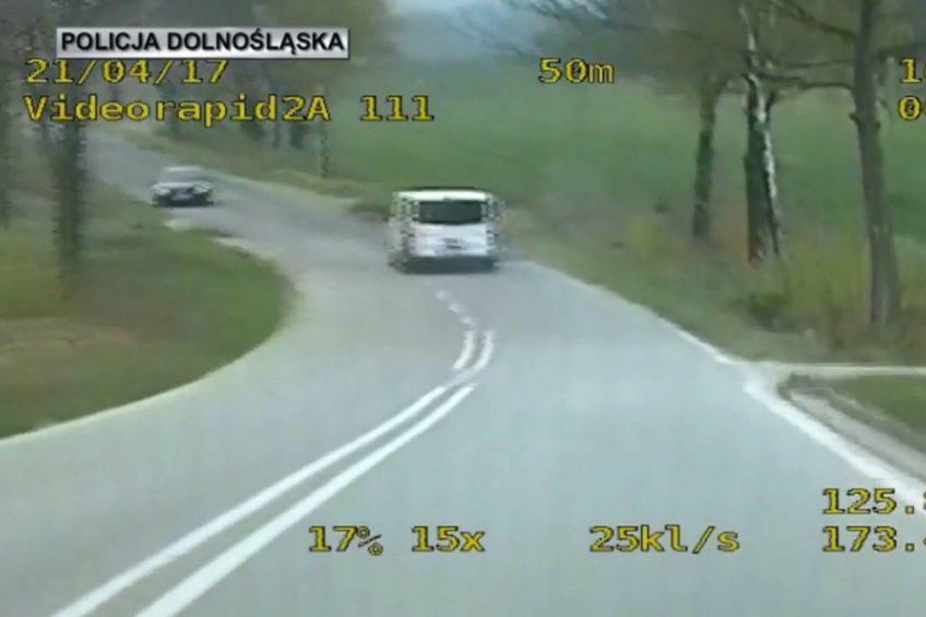 160 na godzinę i to pod prąd – policyjny pościg za Renault Trafic