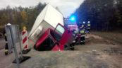 Iveco Daily wpadło do wykopu – kierowcy nic się nie stało
