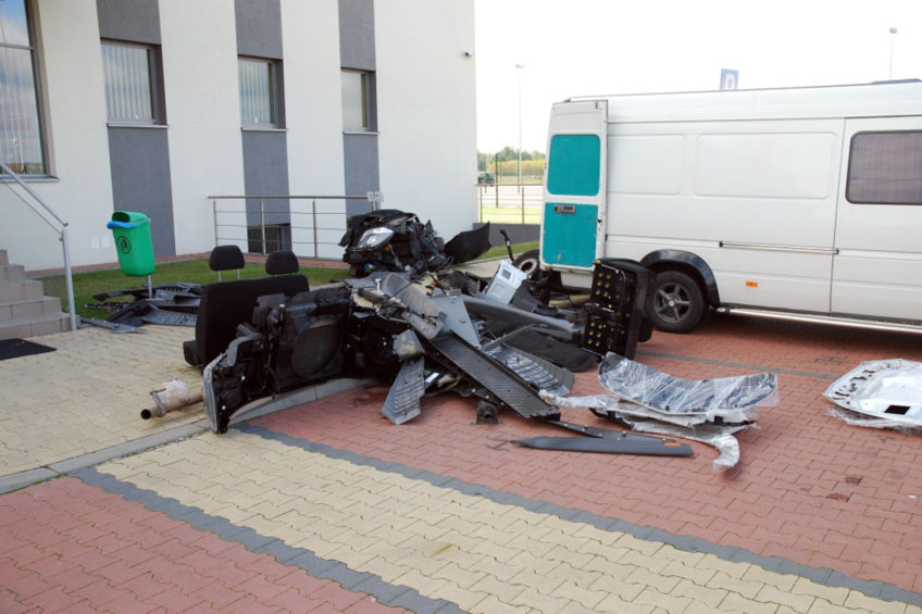 Skradziony Volkswagen LT przewoził skradzione części