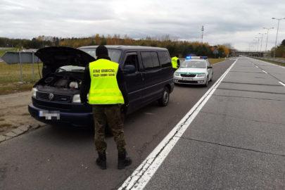 VW Caravelle skradziony w Niemczech odnalazł się w Olszynie
