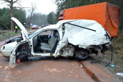 Jechali na pace VW Caddy – zmarli po zderzeniu z busem