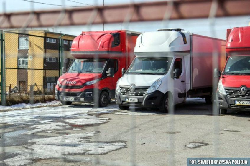 Wyłudzali VAT poprzez fikcyjną sprzedaż leasingowanych busów
