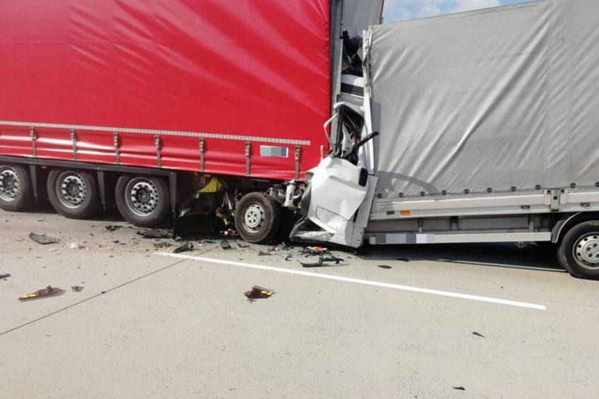 Śmiertelny wypadek na A18 – kierowca Ducato zginął na miejscu