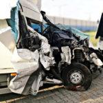 Na A2 Fiat Ducato uderzył w autokar z dziećmi – 4 osoby ranne