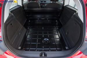 Przestrzeń bagażowa Opla Corsy E w wersji Van mieści około 920 litrów.