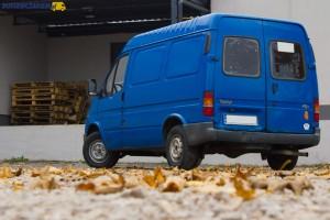 Prezentowany Ford Transit IV ma tylne drzwi skrzydłowe, które rozchylają się do 180 stopni.