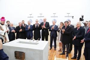Wmurowanie kamienia węgielnego pod nową fabrykę VW Craftera miało miejsce 13 listopada 2014 roku. W uroczystości wziął udział m.in. Janusz Piechociński, ówczesny wicepremier i minister gospodarki.