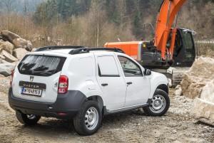 Aby Dacia Duster spełniała warunki homologacją N1 musi mieć m.in. oddzieloną kratką kabinę pasażerską od przestrzeni ładunkowej.