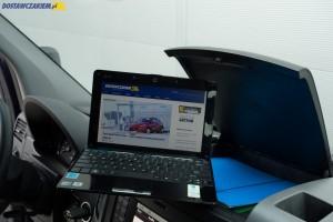 Zamykany schowek na środku deski rozdzielczej pomieści np. teczkę z dokumentami i 10-calowego netbooka.