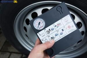 Pełnowymiarowe koło zapasowe należy do wyposażenia fabrycznego, ale Caddy z układem 4MOTION ma w zastępstwie zestaw naprawczy z kompresorem.
