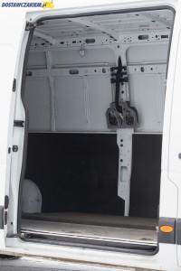 Prawe drzwi boczne w niemal wszystkich Oplach Movano B otwierają się na szerokość 1270 mm.