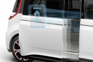 Otwieranie drzwi bocznych gestem? W Volkswagenie BUDD-e to możliwe.