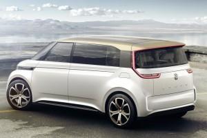 VW BUDD-e ma napęd na cztery koła, a jego elektryczny napęd generuje łącznie 317 KM.