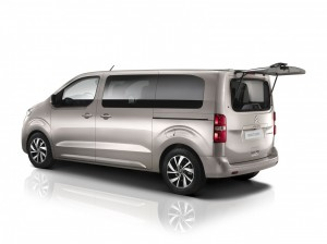 Na liście wyposażenia Citroëna SpaceTourera znajdziemy m.in. otwieraną tylną szybę.