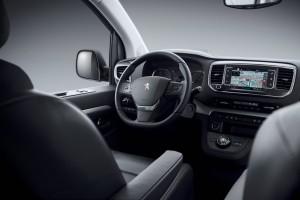 Peugeot Traveller w wyższych wersjach wyposażeniowych będzie mieć skórzaną tapicerkę.