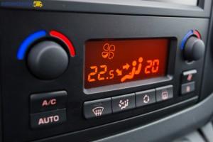 Obsługa panelu dwustrefowej klimatyzacji jest banalnie łatwa.