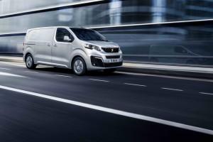 Nowy Peugeot Expert wyróżnia się innym pasem przednim, ale konstrukcyjnie jest to ten samo model co Jumper i Toyota ProAce II.
