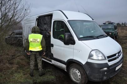 Opel Movano i nielegalne papierosy za 750 tys. zł