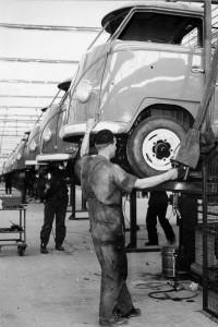 Pierwsze egzemplarze VW T1 z zakładów w Hanowerze wyjechały 8 marca 1956 roku.