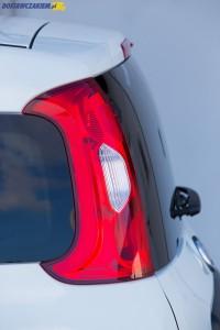 Wysoko umieszczone lampy tylne są chronione przed uszkodzeniem i są dobrze widoczne dla innych kierowców.