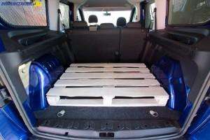 Ze złożonym tylnym rzędem siedzeń, wykorzystując całą dostępną wysokość bagażnik Combo Tour Van L2H1 pomieścić powinien 4 000 litrów.