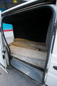 Po ich otwarciu bocznych drzwi mamy do dyspozycji otwór o szerokości 985 milimetrów i wysokości 1259 milimetrów.