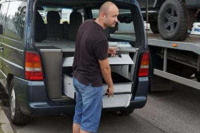 Kierowcy wcielali się w rolę… pracowników zakładu pogrzebowego