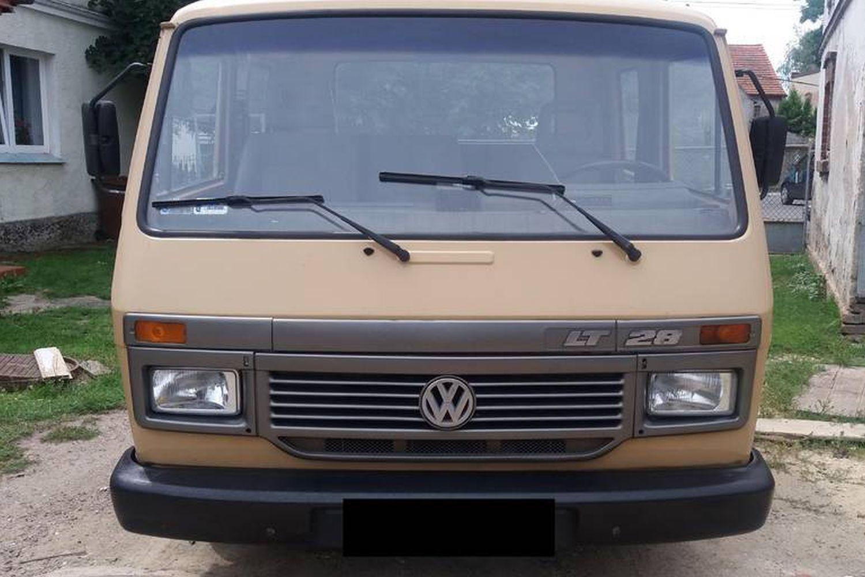 d6527421fc0a0 Oczywiście już sam fakt, że VW LT z 1994 roku to – według sprzedającego –  egzemplarz bezwypadkowy o bardzo niskim przebiegu, który określono na 223  000 ...