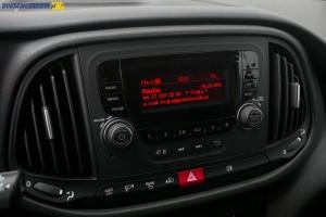 Zamawiając do Doblò radio VP1 z Bluetooth otrzymamy też wejścia AUX i USB oraz 5-liniowy wyświetlacz.