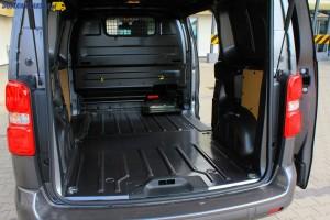 Wymiary przestrzeni ładunkowej średniego furgonu (wersja Medium) pozwalają Toyocie ProAce przewieźć 3 europalety, a do zabezpieczenia ładunku służy 6 punktów mocowania.