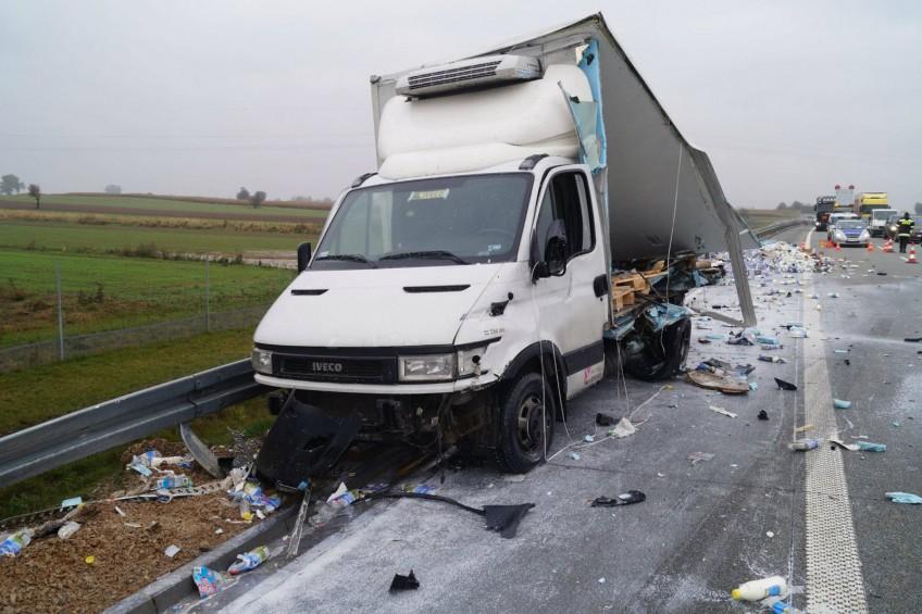 Droga ekspresowa S8 w mleku – kierowca busa w szpitalu