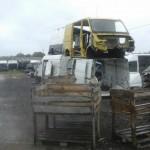 Prowadził stację demontażu busów na części – grozi mu 5 lat