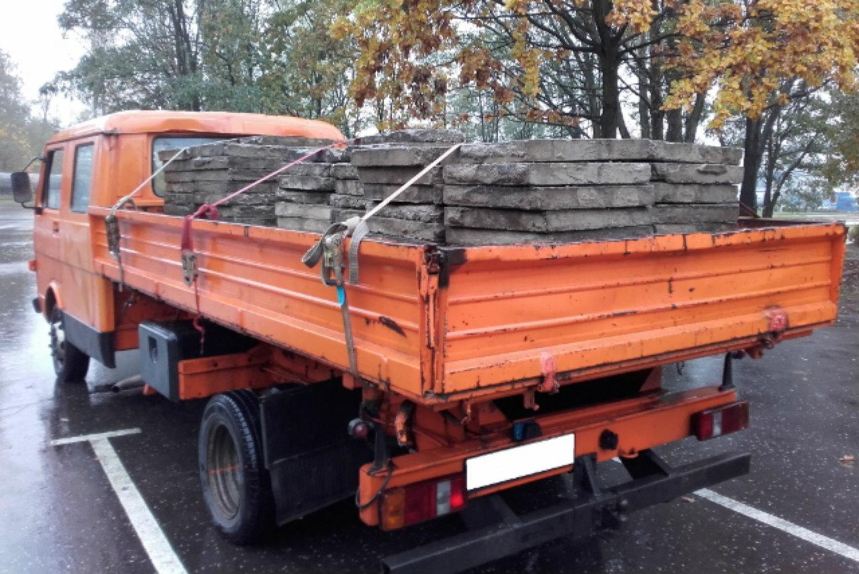 2cce8e6c9a863 Inspektorzy we wtorek 25 października zatrzymali do kontroli pomarańczowego  Volkswagena. Na zdjęciach widać wyraźnie, że bus ten ma oznaczenie LT ...