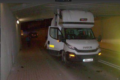 """""""Międzynarodówka"""" nie zmieściła się pod tunelem w Grodzisku"""